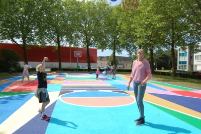 Ann Wauters opent felgekleurd basketplein