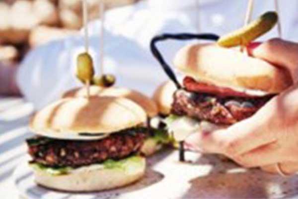 Recept voor barbecue: vegan BBQ hamburger met spicy mayo