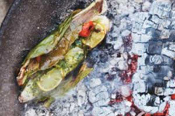 Recept voor barbecue: Tom Yum roodbaars in papillot van bananenblad