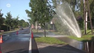 Waterlek door wegenwerken zorgt voor reuzenfontein in Brecht