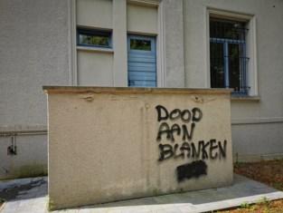 """""""Dood aan blanken"""" op Zaventems' gemeentehuis gespoten"""
