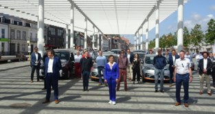 Vijftien gemeenten starten samen met autodelen: 330.000 inwoners kunnen voortaan makkelijk wagen huren via smartphone