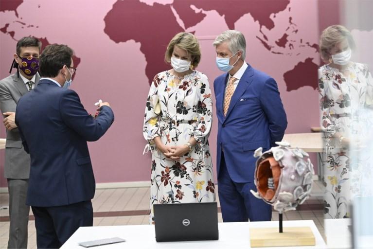 Koning Filip en koningin Mathilde brengen bezoek aan Tropisch Instituut in Antwerpen