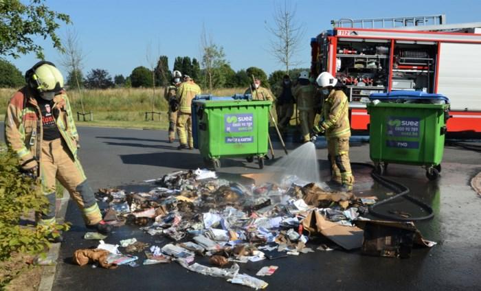 Papiercontainer in brand aan Triamant