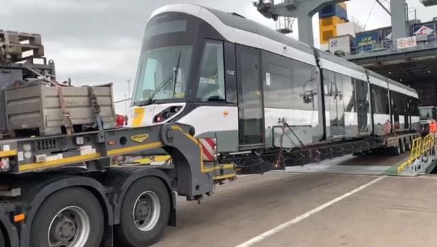 """Eerste hypermoderne Kusttram arriveert aan de kust: """"Na 40 jaar is de huidige tramvloot aan vernieuwing toe"""""""