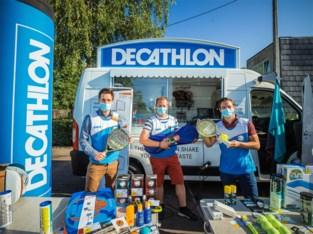 """Decathlonverkopers worden marktkramers: """"De mensen vroegen om de winkel tot bij hen te brengen, dus hier zijn we dan"""""""