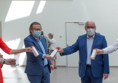 """Marc Coucke doneert 5.000 tubes handcrème aan Gentse ziekenhuizen: """"Hopelijk kunnen we het virus in zijn kooi houden"""""""