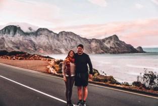 """Bloggers Sigrid (25) en Bryan (25) lanceren eigen kledinglijn: """"Duurzame en diervriendelijke T-shirts voor reisfanaten"""""""