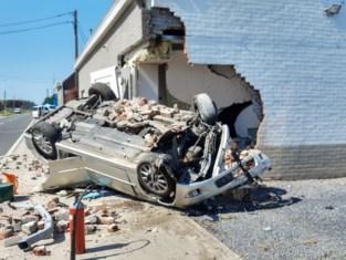 Man verliest controle over het stuur en belandt in woning