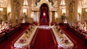 De Britse Queen pronkt als een echte influencer met haar paleis op Instagram
