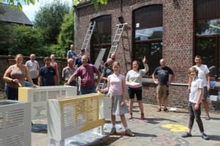 """Landuiters werken aan eigen buurthuis: """"Ongelooflijk hoeveel mensen komen helpen"""""""