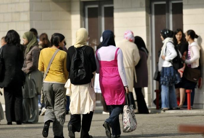 Hoofddoek mag straks op alle middelbare scholen van Stad Gent, behalve één