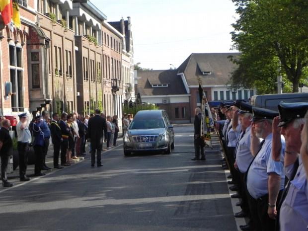 Personeel en brandweer vormen erehaag voor overleden oud-burgemeester