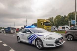 """Derde 'politie-Tesla' van 130.000 euro stuit op weerstand: """"Is zo'n blitse bolide echt nodig?"""""""