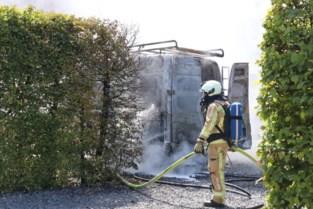 Bestelwagen brandt uit in Herk-de-Stad