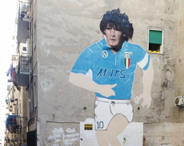 Dries Mertens is nu echt God in Napels: 'Ciro' net als Maradona vereeuwigd op een muur (maar wel iets kleiner)