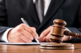 """Contactverbod en celstraf met uitstel voor poging tot doodslag op vriendin: """"Hij probeerde haar te wurgen met haar handtas"""""""