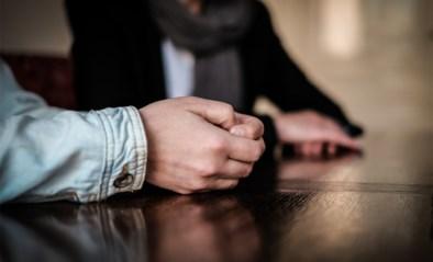 """Man (54) misbruikt stiefdochter (17): """"Hij gaf haar seksuele opvoeding en ging steeds verder"""""""