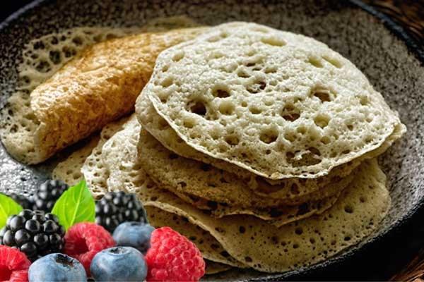 Recept voor barbecue: Marokkaanse pannenkoeken met gewokte bosvruchten