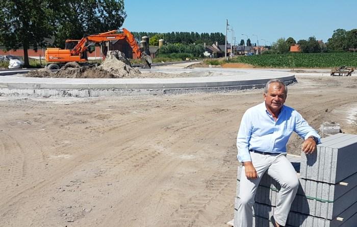 """Dorpskern tegen eind oktober opnieuw vlot bereikbaar, burgemeester belooft groot feest: """"Hinder moet doorgespoeld worden"""""""