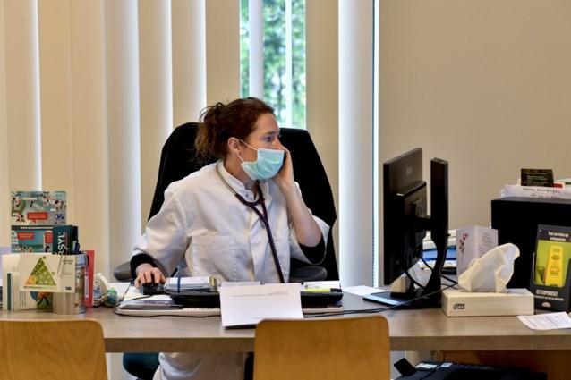 Telefonisch doktersbezoek verdwijnt niet meer: De Block werkt aan regels