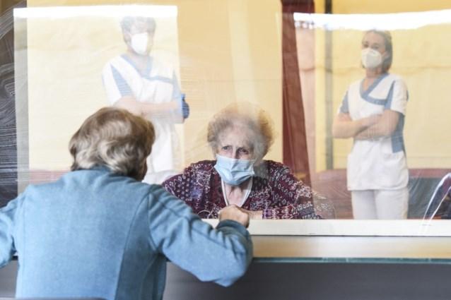 Vlaamse coronacommissie neemt eerst woon-zorgcentra onder de loep