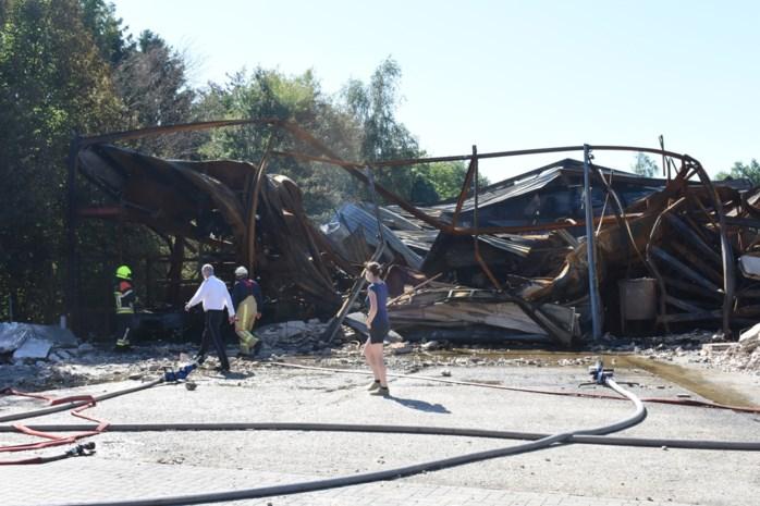 """Zware brand vernielt bedrijfshal Gebo: """"De schade is enorm, maar we hopen over enkele weken opnieuw op te starten"""""""