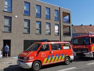 Brandweer rukt uit voor brandgeur in liftkoker van appartement