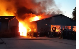 Brandweer blijft nablussen na grote brand bij Gebo