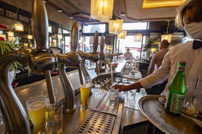 Cafébazen zijn niet tevreden met sluitingsuur en zien er zelfs de gevaren van in