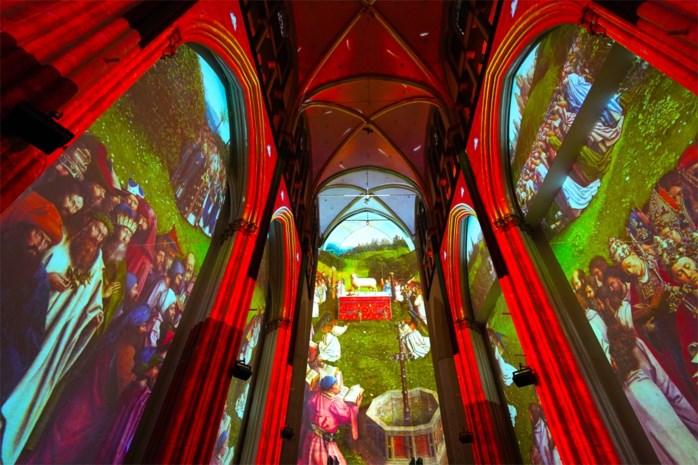 Drie maanden vertraging door corona, maar lichtspektakel rond Van Eyck is officieel open