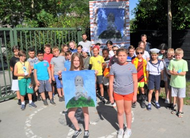 """Schilderij van Nelle (10) krijgt plaatsje aan haar school: """"Ik zou wel kunstenares willen worden"""""""