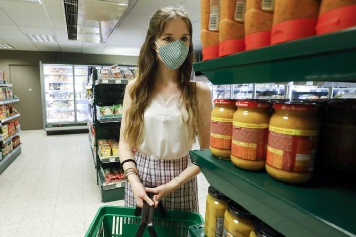 """492 artsen vragen: """"Draag een mondmasker in de winkel. Het is een cruciaal moment"""""""