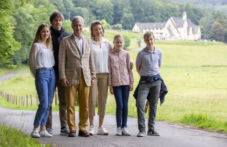 Unieke foto tijdens familie-uitje: vorige, huidige en toekomstige koning(in) in één beeld