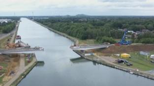 Oude brug over het Albertkanaal in Lummen is afgebroken
