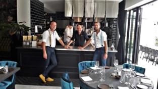 Tafelen in living van Yvonne en keuken van Frans