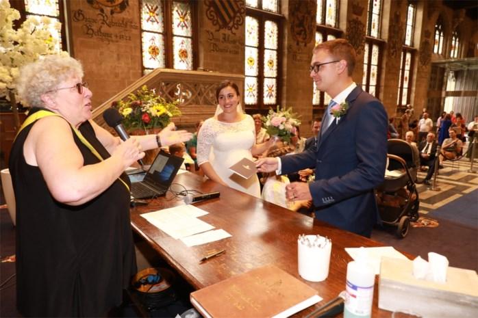 """Fractievoorzitter trouwt zonder omhelzingen: """"Het is toch wennen"""""""