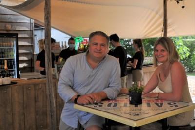 """Cateraars openen Bar Wood in hun tuin: """"Veilige vakantiesfeer voor honderd gasten"""""""
