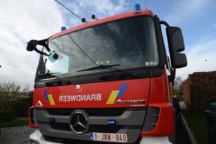 Brandweer rukt uit voor persoon die snoeihout opstookt in veld