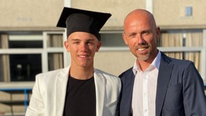 """Vanaf nu álles op de cross: """"trotse papa"""" Sven Nys poseert naast afgestudeerde (en blinkende) Thibau"""
