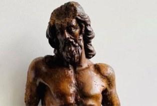 Jezusbeeld plots herrezen: 20 jaar na diefstal duikt 'Christus aan de geselpaal' weer op
