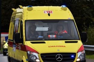 Fietser lichtgewond na botsing met auto