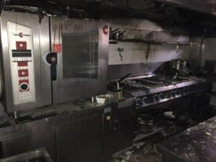"""Nog maar pas terug open en restaurant moet alweer dicht na zware keukenbrand: """"Een catastrofe net na de coronacrisis"""""""