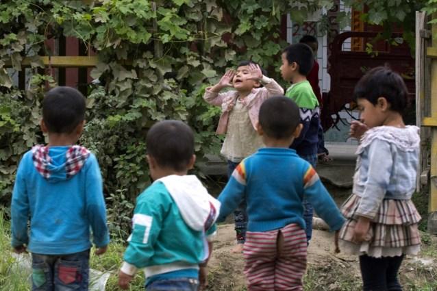 """""""Gedwongen abortus en seksuele marteling"""": China dwingt vrouwen tot geboortebeperking om moslimbevolking in te perken"""