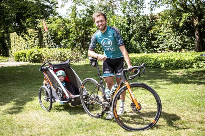 """Kris Boeckmans als prille vader in tijden van corona: """"Trainen met zo'n fietskar, dat is verre van ideaal"""""""
