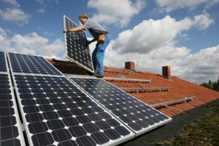 Halle geeft goede voorbeeld met zonnepanelen op dak stadhuis en sporthal