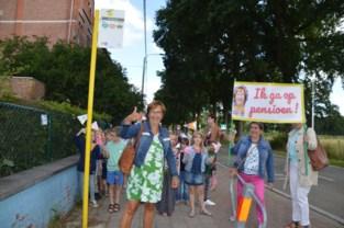 """Vrije basisschool Mariagaarde wuift juf Annemie (61) na 41 jaar uit: """"Begonnen en gestopt in tweede leerjaar met krijtbord"""""""