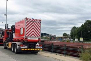 Problemen met ondergelopen vrachtschip op kanaal
