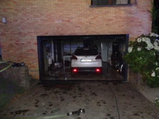 Huis week onbewoonbaar na garagebrand
