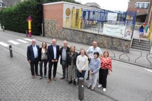 """Verzinkbare paaltjes maken schoolomgeving Vlezenbeek veilig: """"Duurder maar eleganter"""""""